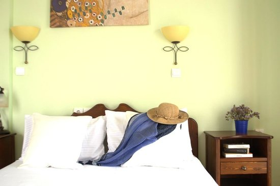 Avra Pension: Room