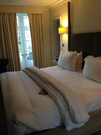 Coworth Park - Dorchester Collection: Bedroom of cottage