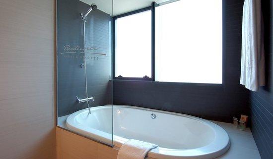 Pestana Arena Barcelona: Baño Habitación Superior