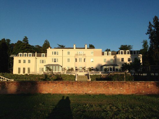 Coworth Park - Dorchester Collection: Back view of the hotel