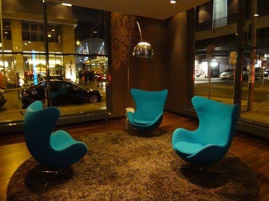 Motel One Berlin-Hackescher Markt: Hotel Lobby