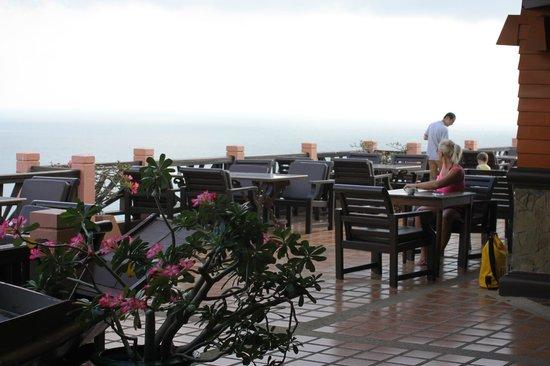 Samui Bayview Resort & Spa: Терасса открытого ресторана