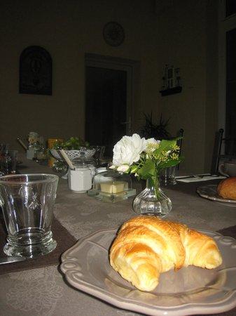 Charny-sur-Meuse, Frankreich: petit déjeuner