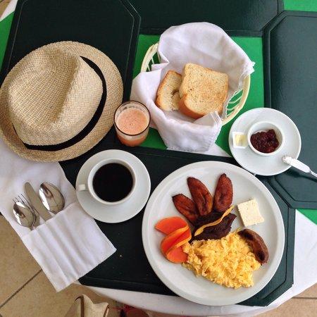 Hotel Peten : Breakfast