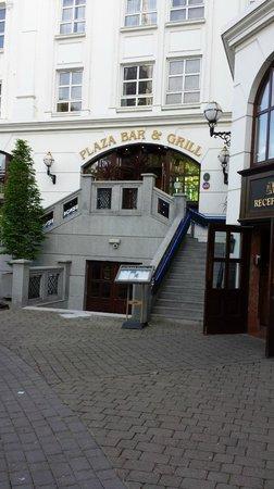 Killarney Plaza Hotel and Spa : Front of Killarney Plaza Hotel