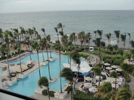 Caribe Hilton San Juan: The view from our oceanside room