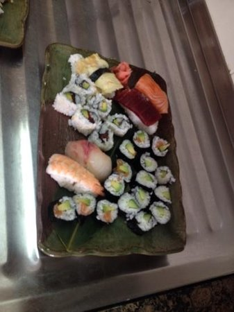 Hotel La Luna Blanca: first attempt at making sushi, theirs looks far far better