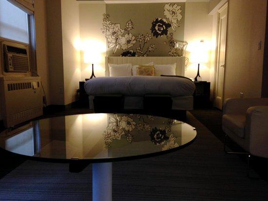 Stewart Hotel: king bed