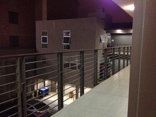 Downtown Berkeley Inn : 2nd floor overlooking parking lot