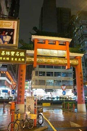 Temple Street Night Market: temple street