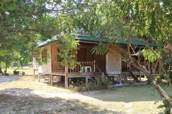 Koh Yao Sea View : Bungalows jumelés en bambou sur la plage