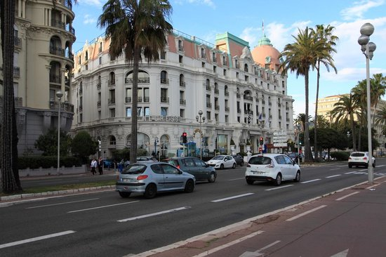 Hotel Negresco: View from the street