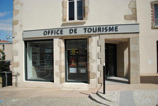 La fa ade l 39 office de tourisme du pays de pouzauges photo de office de tourisme du pays de - Office du tourisme bourgoin jallieu ...