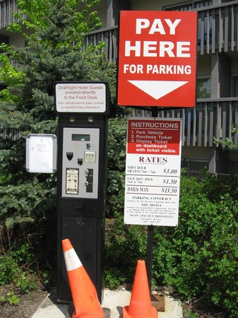 Toronto Don Valley Hotel & Suites : Pay parking everywhere