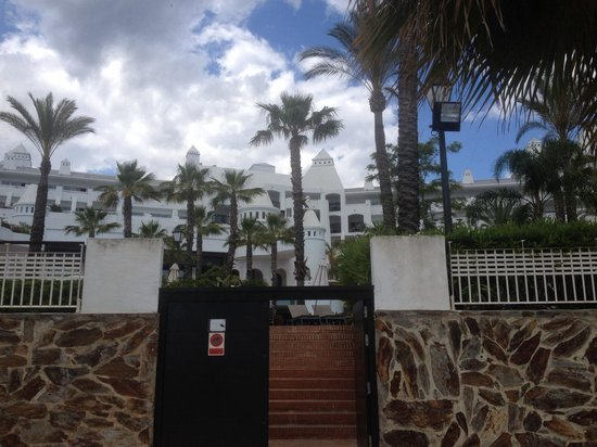 H10 Estepona Palace : View of hotel from the beach