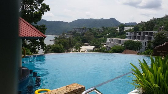 Aquamarine resort and villa: Infinity pool