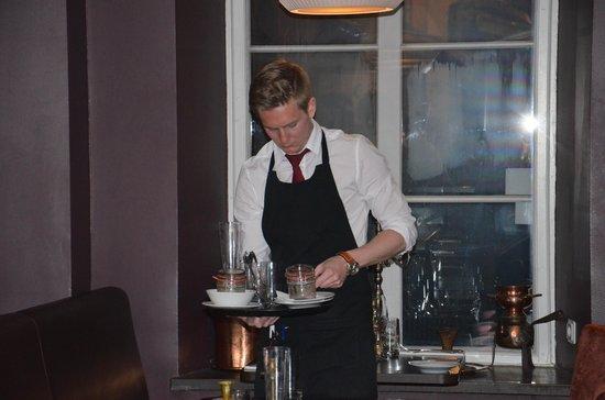 Stortorgskallaren: Gentilissimo il giovane cameriere...