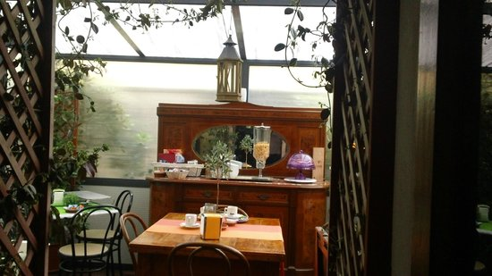 Hotel Casa Lea: Morning coffee in great surroundings