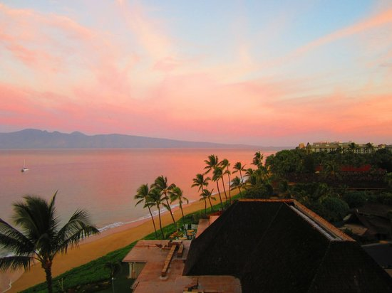 Royal Lahaina Resort : View from our room in the morning