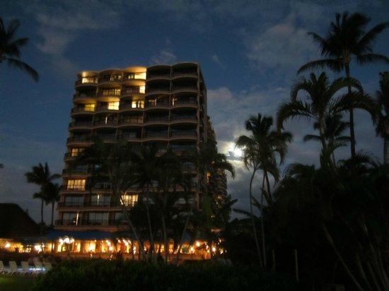 Royal Lahaina Resort: Royal Lahaina Hotel at night