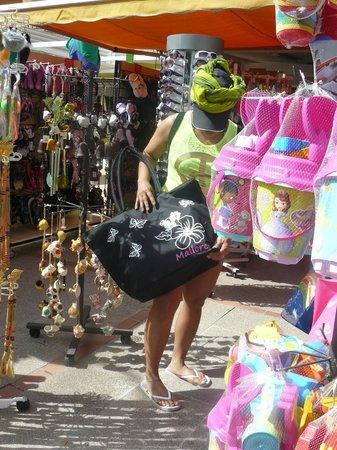 FERGUS Tobago: Shopping à 200 mètres