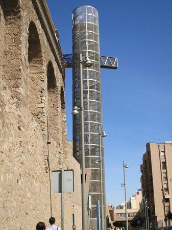 Castillo de la Concepción: Glass elevator to the castle