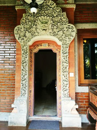 Ananda Cottages: Doors