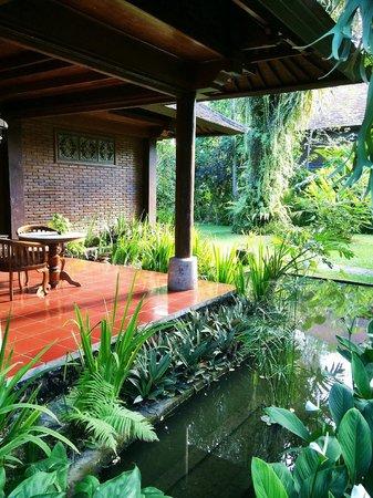 Ananda Cottages: Entrance sitting area