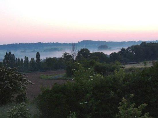 Le Prieuré : 朝靄、ベランダからの風景。