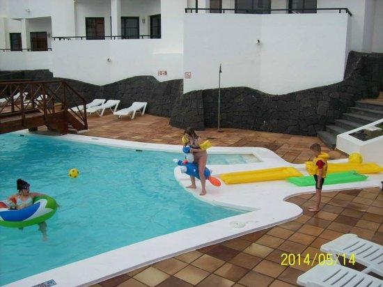 Aparthotel Lanzarote Paradise : pool area