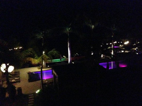 W Retreat & Spa Vieques: Night view over the illuminated pool
