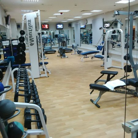 Movenpick Hotel & Apartments Bur Dubai: Hotel gym