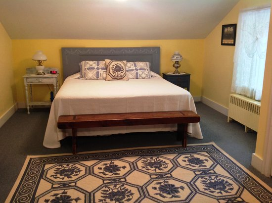 Maxwell Creek Inn Bed & Breakfast: A NEW look for the Mary Ellen Shumway Gaylord Room