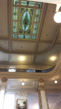 Menger Hotel: beautiful stained glass ceiling in the historic section of the hotel