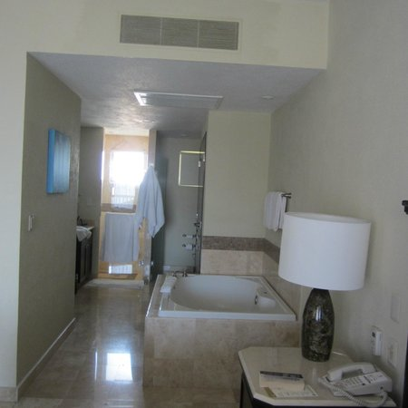 Villa del Palmar Cancun Beach Resort & Spa: soaking tub, double vanities, separate shower and toilet