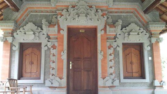 Rita Hotel : Balinese Style Building