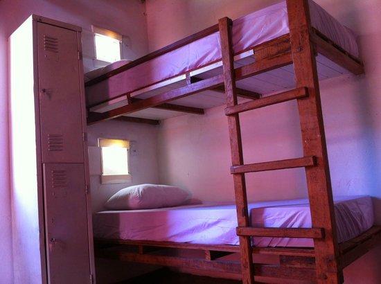 Hostel Rio Vermelho : Leito de Noite