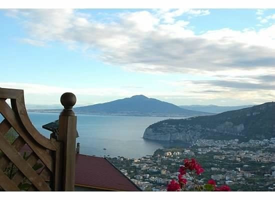 Villa Monica B&B : fantastic view of Vesuvius and the Bay of Naples