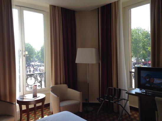 Crowne Plaza Paris Republique : Beautiful room and view