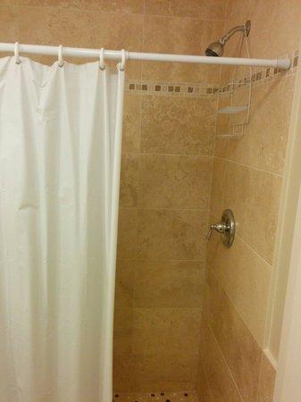 Oceanstone Resort: Nice shower