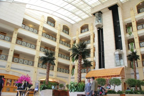 Al Ain Rotana Hotel : From the hotel lobby