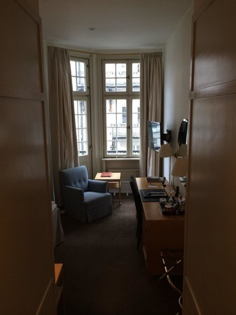 Hotel Diplomat : View of room from entryway