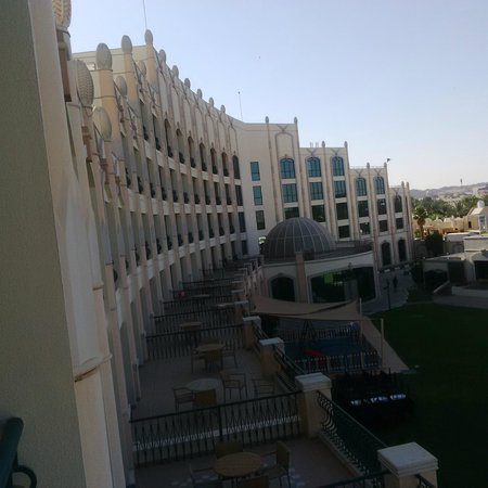 Al Ain Rotana Hotel : View from balcony