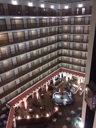 Embassy Suites by Hilton Tulsa - I-44: Atrium
