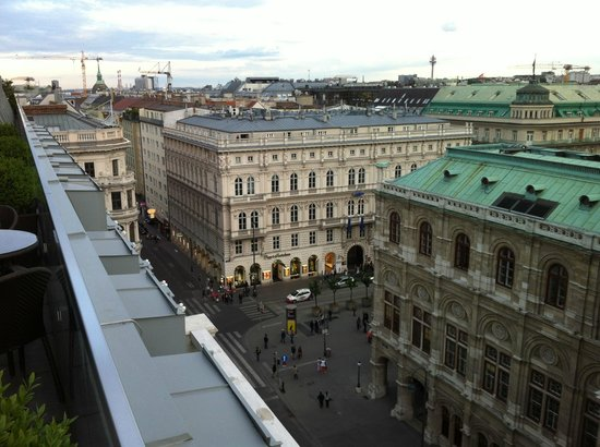 Hotel Sacher Wien: View of the Kärtnerstrasse from room 706