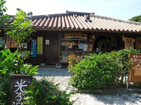 神秘的・・・ - Picture of Okinawa World Bunka Okoku Gyokusendo, Nanjo - TripAdvisor