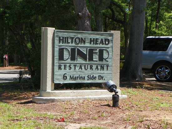 Hilton Head Diner : Diner sign from the road