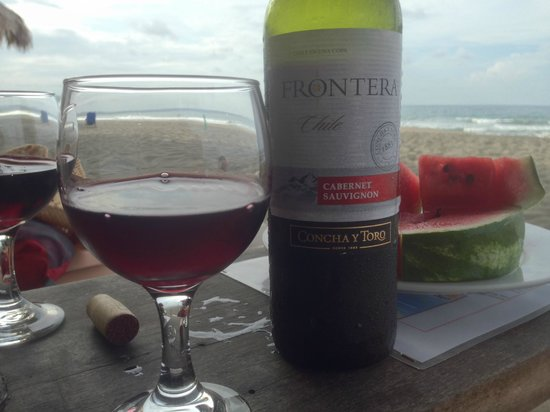 Hotel Banana Azul: Fresh fruit and wine on the beach