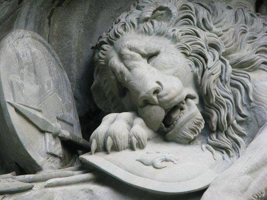 Drei Konige Hotel Lucerne: phot of lion monument