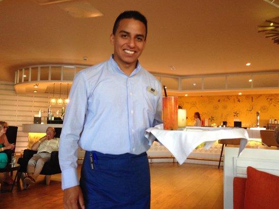H10 Lanzarote Princess : serveur avec nos cocktails
